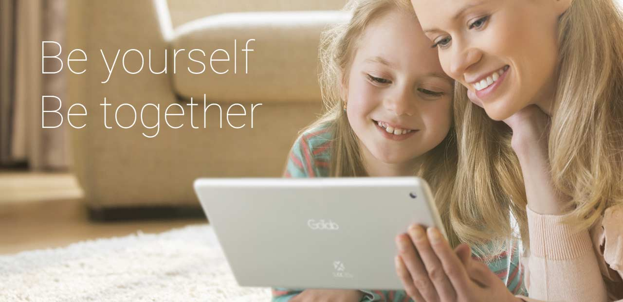 9''-GoTab-GT9X-Android-KitKat-Tablet-happy-tablet-mother-daughter-family